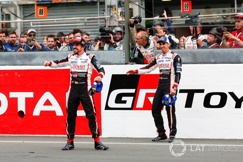 Fernando Alonso, Toyota Gazoo Racing, Sébastien Buemi, Toyota Gazoo Racing, festeggiano la vittoria della 24 Ore di Le Mans 2018
