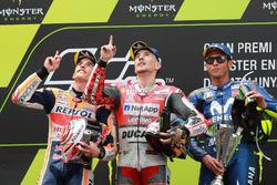 Podio: il secondo classificato Marc Marquez, Repsol Honda Team, il vincitore della gara Jorge Lorenzo, Ducati Team, il terzo classificato Valentino Rossi, Yamaha Factory Racing