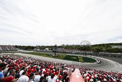 Pierre Gasly, Toro Rosso STR13, leads Sergey Sirotkin, Williams FW41, and Romain Grosjean, Haas F1 T