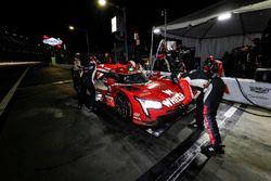 #31 Action Express Racing Cadillac DPi, P: Eric Curran, Mike Conway, Stuart Middleton, Felipe Nasr, pit stop