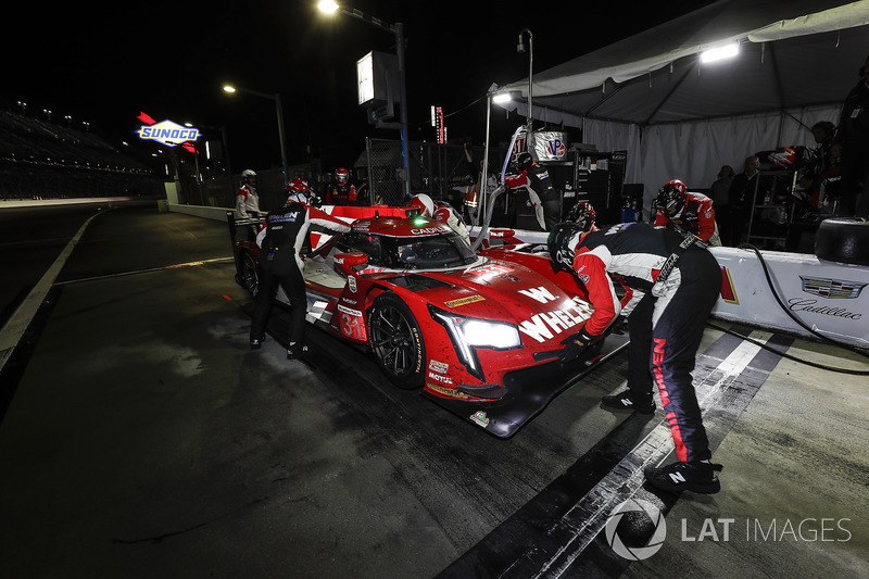 #31 Action Express Racing Cadillac DPi, P: Eric Curran, Mike Conway, Stuart Middleton, Felipe Nasr, pit stop