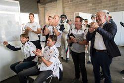 Гонщики BMW Team Schnitzer Аугусту Фарфус и Марко Виттман, Дэвид Ричардс, BMW Team SRM