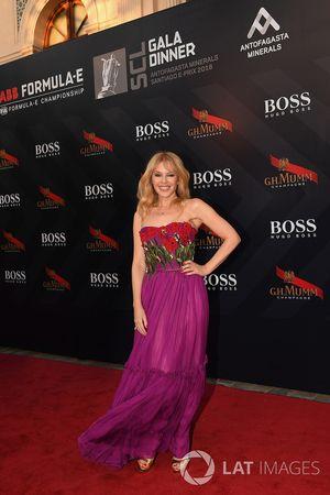 Kylie Minogue llega a la cena de gala