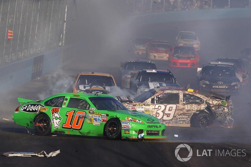 4. Chaos as the field runs through oil at the finish