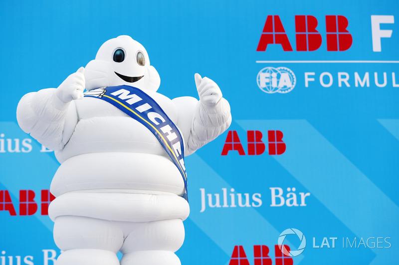 Hombre Michelin en el podio