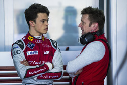 Nyck de Vries, Audi Sport ABT Schaeffler, avec Allan McNish, directeur d'équipe, Audi Sport Abt Schaeffler