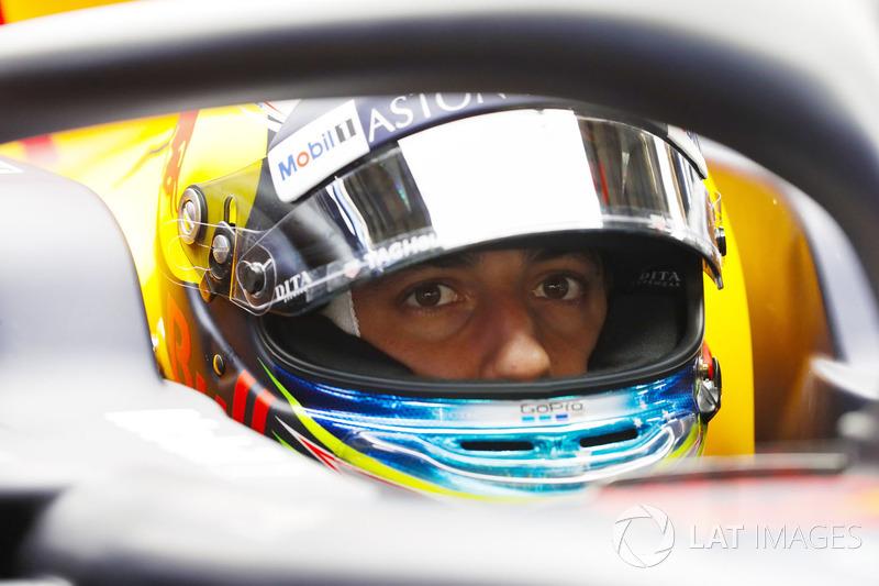 Daniel Ricciardo, Red Bull Racing, in cockpit