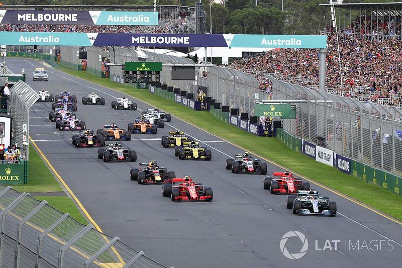 Lewis Hamilton, Mercedes-AMG F1 W09 al comando alla partenza