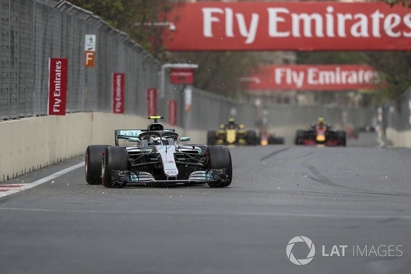 No Azerbaijão, Bottas foi o beneficiado pela intervenção do safety car e ele próprio assumiu a ponta de Vettel - que tentou recuperar a ponta na marra, mas não conseguiu