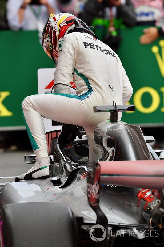Race winner Lewis Hamilton, Mercedes-AMG F1 W09 EQ Power in parc ferme