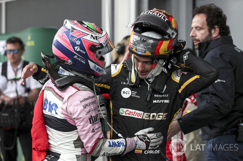 Sergio Perez, Force India y Carlos Sainz Jr., Renault Sport F1 en parc ferme