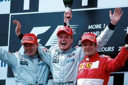 Podium: second place Mika Hakkinen, McLaren, race winner David Coulthard, McLaren, third place Ruben