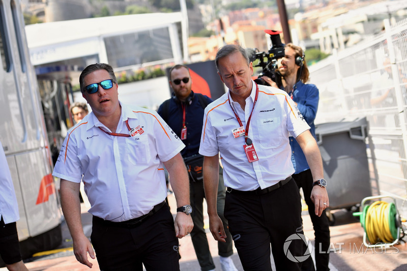 Zak Brown, CEO de McLaren Racing y Jonathan Neale, Director de McLaren