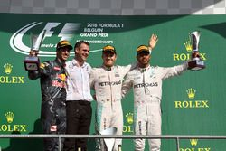 Podium: Race winner Nico Rosberg, Mercedes AMG F1, second place Daniel Ricciardo, Red Bull Racing, H
