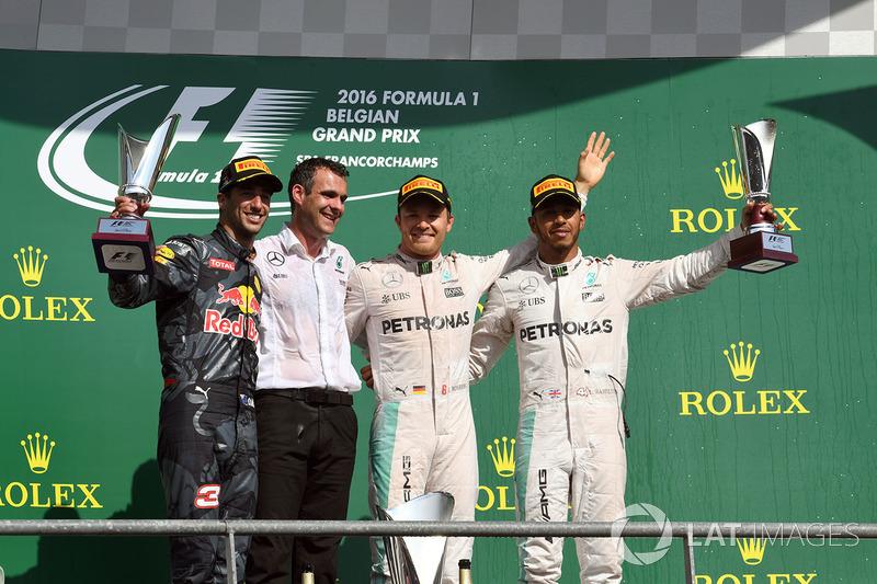 Podio: Nico Rosberg, Mercedes AMG F1, Daniel Ricciardo, Red Bull Racing, Hywel Thomas, Mercedes AMG F1, Lewis Hamilton, Mercedes AMG F1