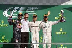 Podio: il vincitore della gara Nico Rosberg, Mercedes AMG F1, il secondo classificato Daniel Ricciardo, Red Bull Racing, Hywel Thomas, Mercedes AMG F1, il terzo classificato Lewis Hamilton, Mercedes AMG F1
