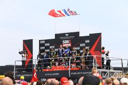 Le podium : Michael van der Mark, Toprak Razgatlioglu, Jonathan Rea