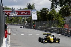 Финиш: Саша Фенестраз, Carlin, Dallara F317 Volkswagen