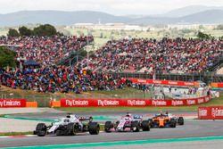 Fernando Alonso, McLaren MCL33, Lance Stroll, Williams FW41, Sergio Perez, Force India VJM11