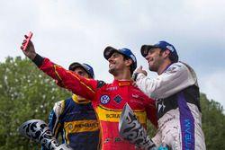 Podium : selfie avec le vainqueur Lucas di Grassi, ABT Schaeffler Audi Sport, le deuxième, Jean-Eric Vergne, DS Virgin Racing, le troisième, Sébastien Buemi, Renault e.Dams
