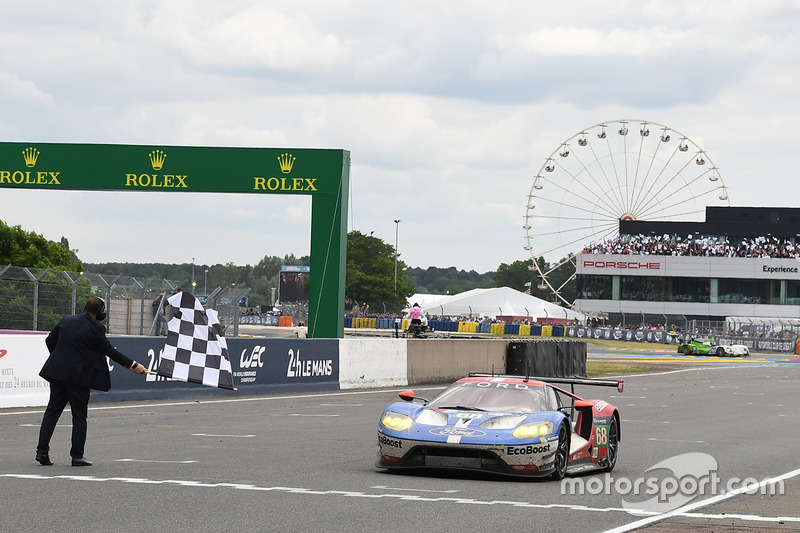 Damalı Bayrak: #68 Ford Chip Ganassi Racing Ford GT: Joey Hand, Dirk Müller, Sébastien Bourdais