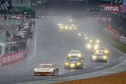 #61 Clearwater Racing, Ferrari 458 Italia: Mok Weng Sun, Rob Bell, Keita Sawa