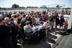 #66 Ford Chip Ganassi Racing Team UK Ford GT: Billy Johnson, Stefan Mücke, Olivier Pla, signeren han