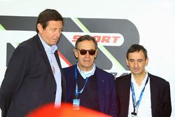 Gerard Neveu, CEO de WEC con Lindsay Owen-Jones, Presidente de la Comisión de resistencia FIA y Pier