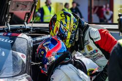 Cambio de piloto, #41 HTP Motorsport GmbH Mercedes SLS AMG GT3: Wim de Pundert, Brice Bosi, Indy Don