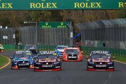 Shane van Gisbergen, Triple Eight Race Engineering Holden, Jamie Whincup, Triple Eight Race Engineering Holden et Craig Lowndes, Triple Eight Race Engineering Holden