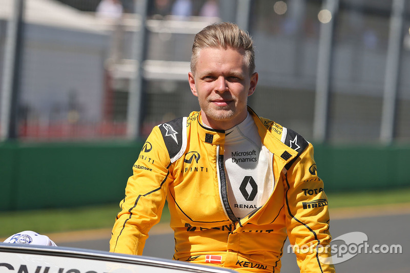 Kevin Magnussen, Renault Sport F1 Team on the drivers parade