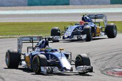 Marcus Ericsson, Sauber C35 devant son équipier Felipe Nasr, Sauber C35