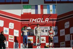 Podio Gara 2: il secondo classificato Lorenzo Colombo, BVM Racing, il vincitore della gara Job Van U