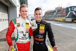 Mick Schumacher, Prema Powerteam, ve Joseph Mawson, Van Amersfoort Racing