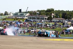 Mikhail Aleshin, Schmidt Peterson Motorsports Honda, Juan Pablo Montoya, Team Penske Chevrolet in tr
