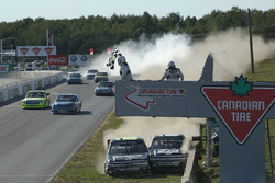Final de la carrera donde John Hunter Nemechek, NEMCO Motorsports Chevrolet and Cole Custer, JR Moto
