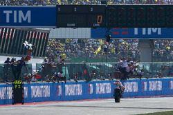 Dani Pedrosa, Repsol Honda Team prende la bandiera a scacchi