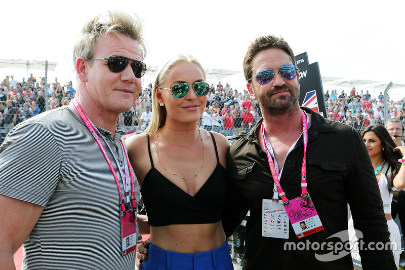 (L to R): Gordon Ramsey, Celebrity Chef con Lindsey Vonn, sciatrice and Gerard Butler, attore