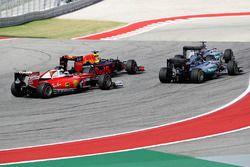 Lewis Hamilton, Mercedes AMG F1 W07 Hybrid, Daniel Ricciardo, Red Bull Racing RB12, Nico Rosberg, Mercedes AMG F1 W07 Hybrid, Kimi Raikkonen, Ferrari SF16-H
