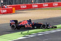 Daniil Kvyat, Scuderia Toro Rosso STR11 en tête-à-queue