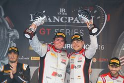 Podio: ganador#33 Belgian Audi Club Team WRT Audi R8 LMS GT3: Enzo Ide, Christopher Mies