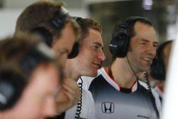 Stoffel Vandoorne, Test and Reserve Driver, McLaren, jokes with Ciaron Pilbeam, Chief Race Engineer,