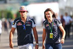 Carlos Sainz Jr., Scuderia Toro Rosso con Tabatha Valles, Scuderia Toro Rosso encargada de prensa