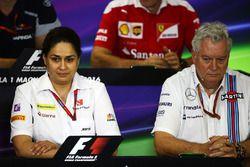 Monisha Kaltenborn, director del equipo Sauber y Pat Symonds, Williams director técnico en la Confer