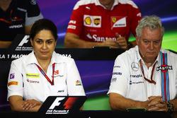 Monisha Kaltenborn, team principal Sauber et Pat Symonds, directeur technique Williams lors de la conférence de presse de la FIA