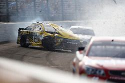 Crash: Carl Edwards, Joe Gibbs Racing, Toyota