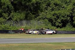 Crash: #25 BMW Team RLL, BMW M6 GTLM: Bill Auberlen, Dirk Werner; #912 Porsche Team North America, P