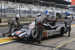 #2 Porsche Team Porsche 919 Hybrid: Romain Dumas, Neel Jani, Marc Lieb, crashed car