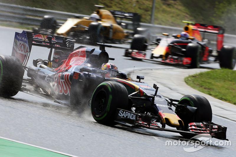 2016 год. За рулем болида Toro Rosso STR11 на квалификации