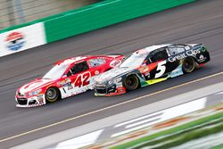 Kyle Larson, Chip Ganassi Racing Chevrolet, Kasey Kahne, Hendrick Motorsports Chevrolet